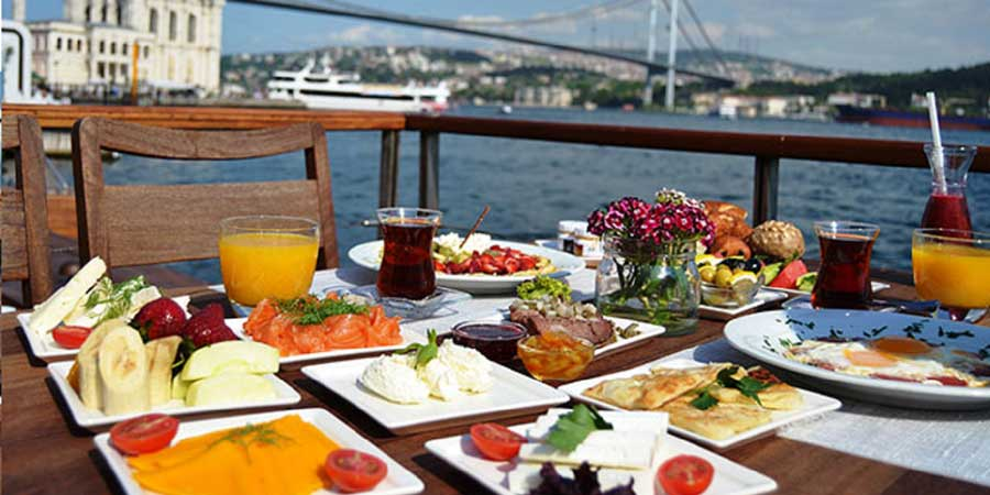 Istanbul Brunch and Swimming Cruise on the Bosphorus